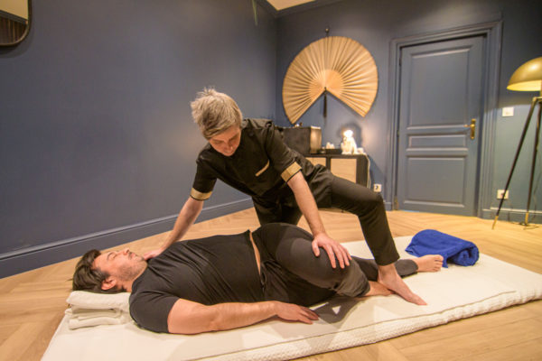 Massage au sol relaxant thaïlandais shiatsu 60 minutes